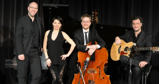 BELLITA SWING Guitar, doublebass, saxophone and vocals (Also available as a duet, trio or quintet)
